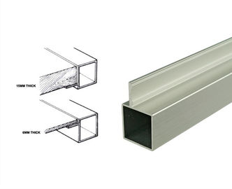 चीन 25*25mm Powder Coated Aluminum Square Tubing Frame With Connector For Display Shelf वितरक